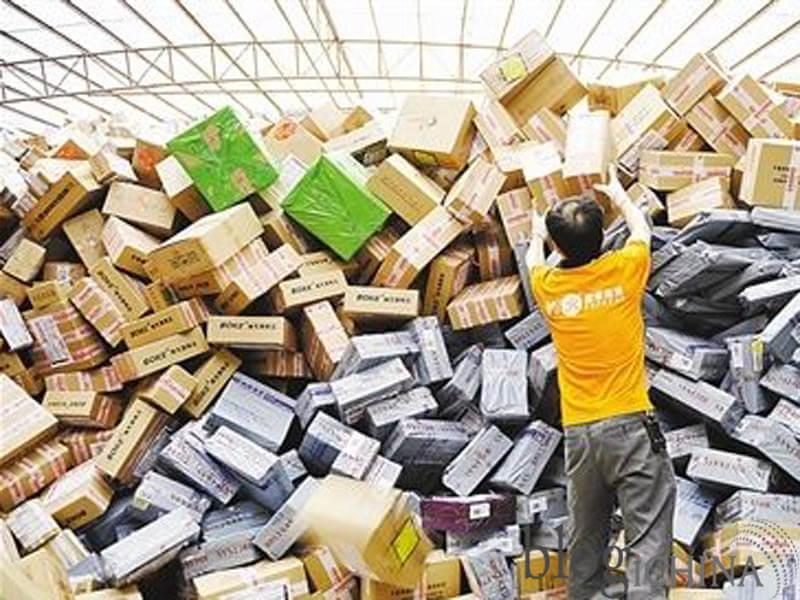 Lượng hàng hóa khổng lồ đổ bộ vào ngày 11 - 11